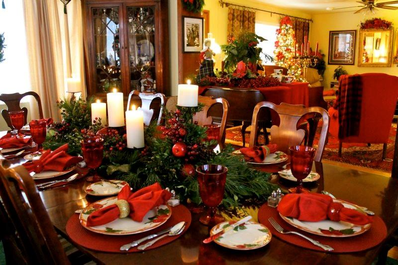 40 christmas table decors ideas to inspire your pinterest for Ideas to decorate dining room table for christmas