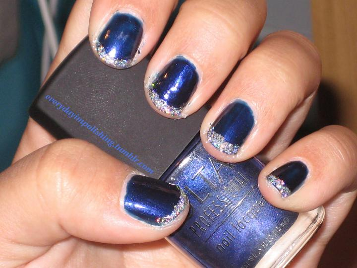 blue-nail-with-glitter