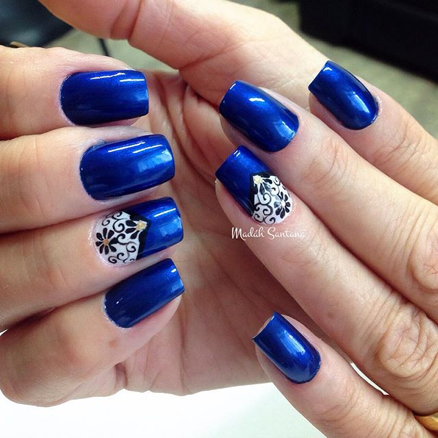 blue-white-nail-art-12