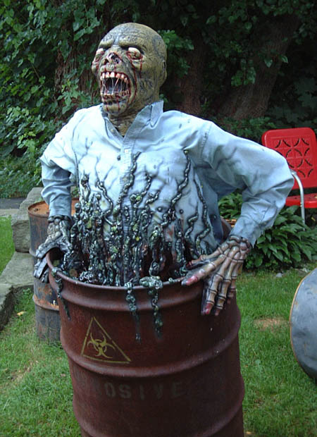 Creepy diy halloween decorations for a spooky halloween for Scary halloween home decorations