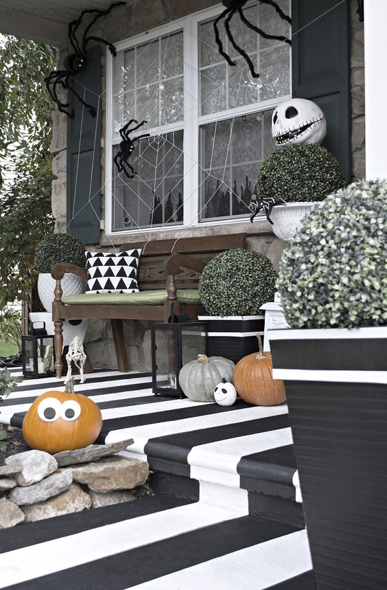 Halloween Porch Decoration Ideas 17