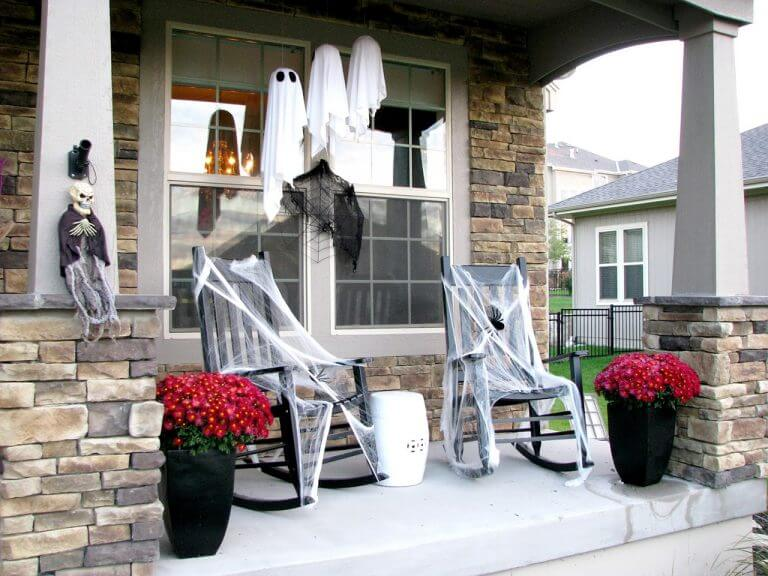 Halloween Porch Decoration Ideas 26