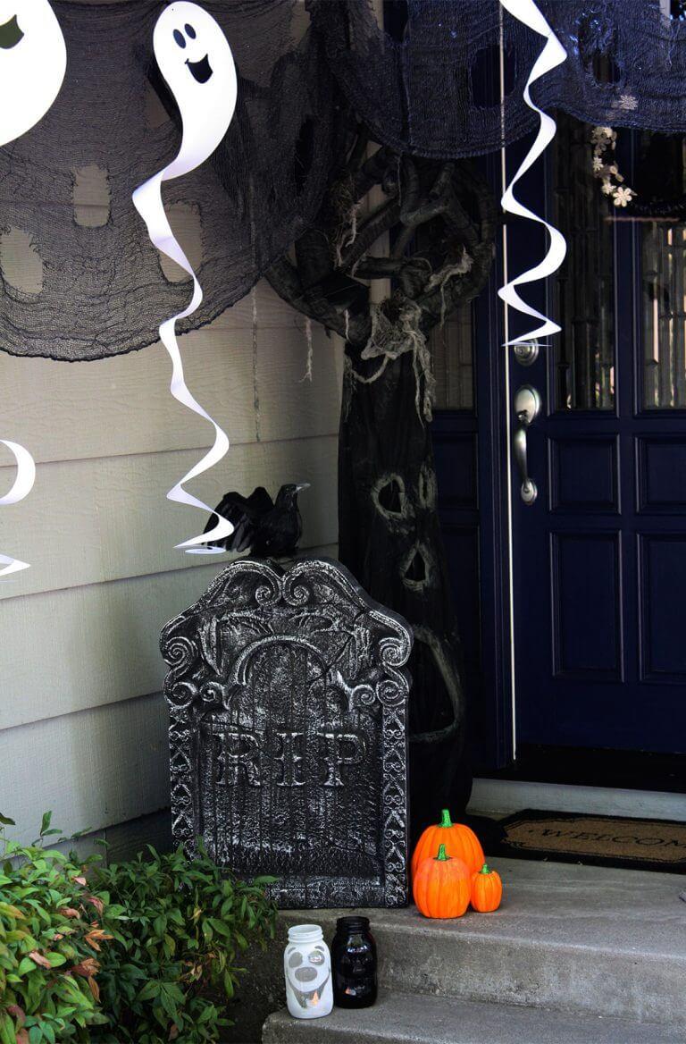 Halloween Porch Decoration Ideas 27