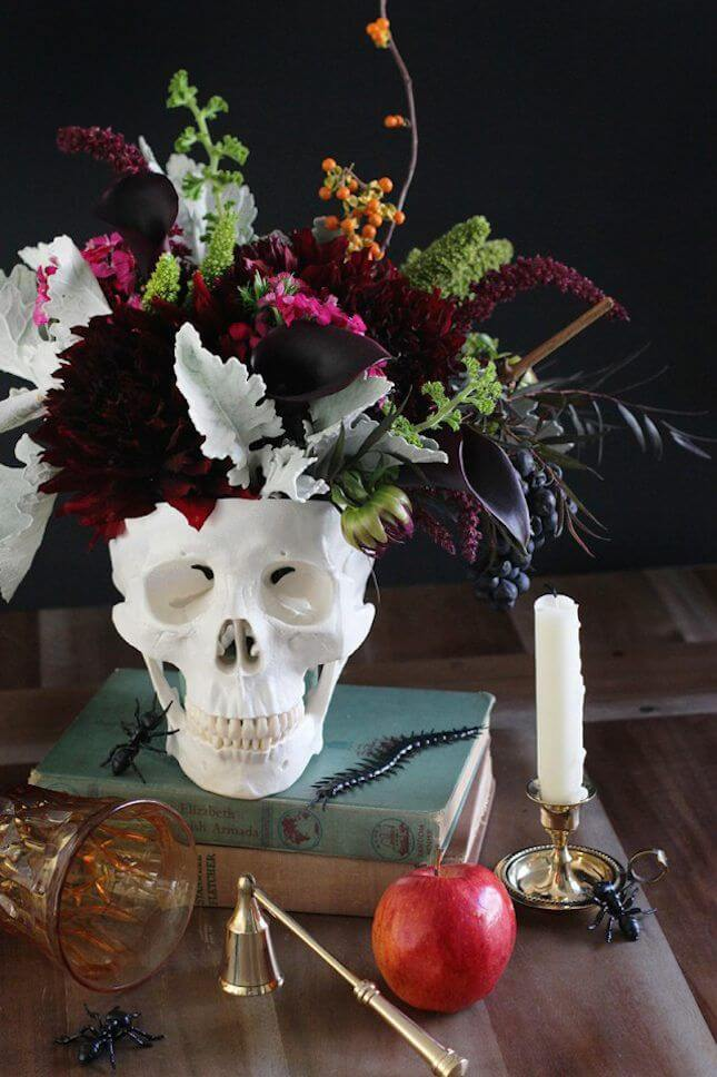 Spooky Halloween Table Decoration Ideas 11