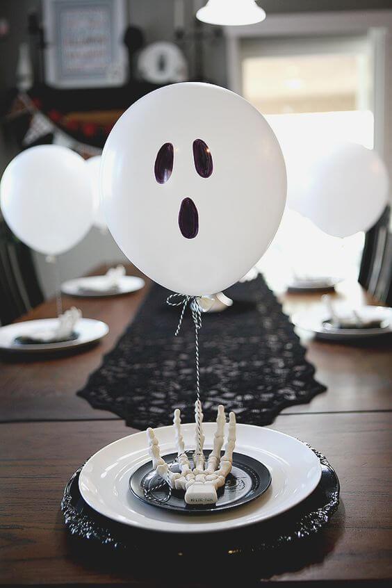Spooky Halloween Table Decoration Ideas 17