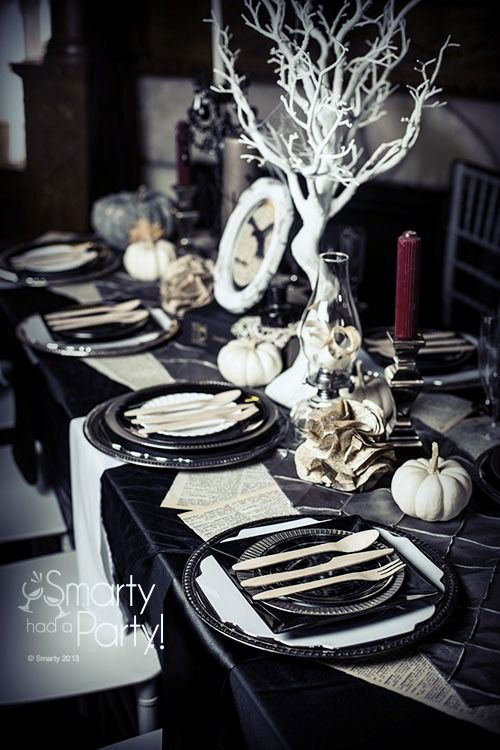 Spooky Halloween Table Decoration Ideas 18