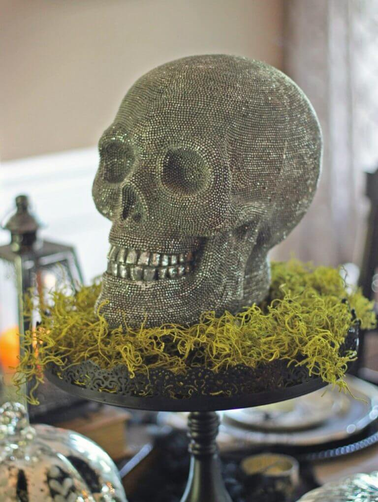 Spooky halloween table decoration ideas easyday for Halloween table centerpiece ideas