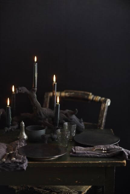 Spooky Halloween Table Decoration Ideas 21