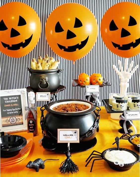 Spooky Halloween Table Decoration Ideas 22