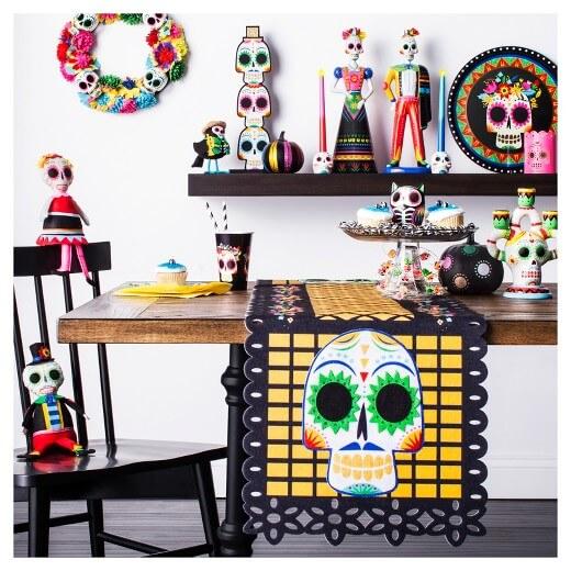 Spooky Halloween Table Decoration Ideas 25
