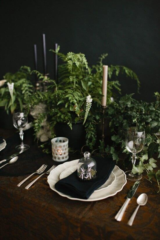 Spooky Halloween Table Decoration Ideas 26