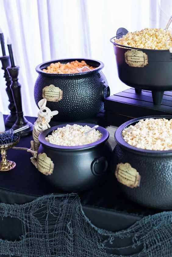 Spooky Halloween Table Decoration Ideas 30