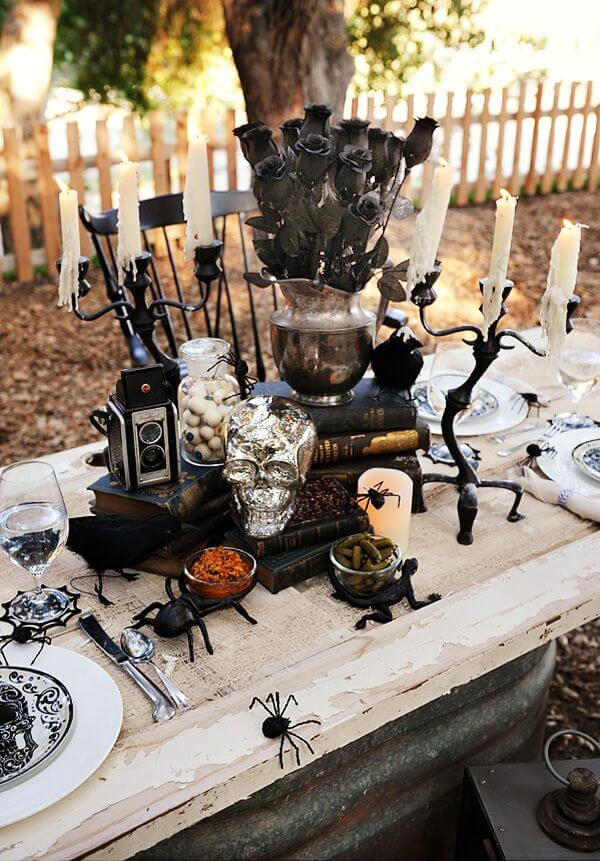 black is indeed both beautiful and terrifying and this halloween table decoration is a living proof of that the table setting is totally fitting the theme