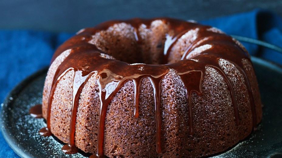spiced-bundt-cake-with-apple-caramel-sauce