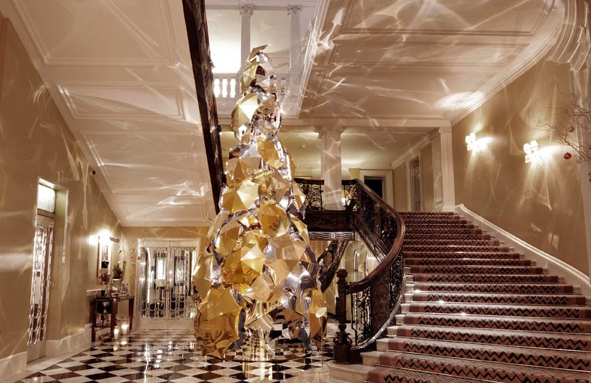 Claridges-Christmas-Tree-2015—–LuxDeco.com_1