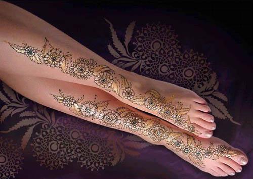 Glittery-leg-mehndi-design